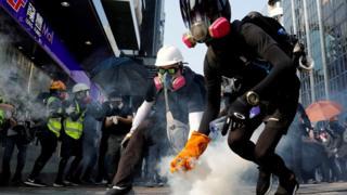 Hong Kong protests: Trump signs Human Rights and Democracy Act into law – BBCNews